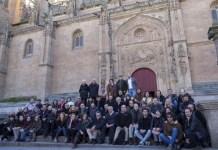 Alberto Prieto: participantes en Nuevas Conversaciones de cine español delante de la catedral nueva de Salamanca.