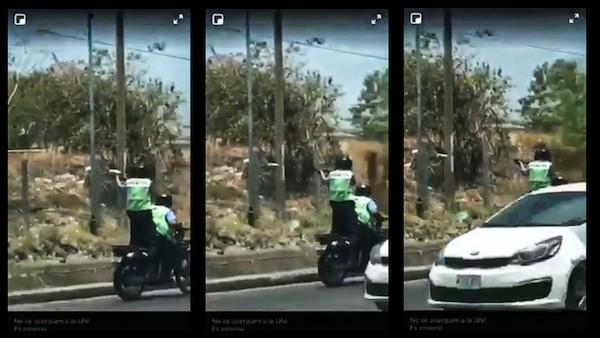 Amnistía Internacional: Imagen de policías montando una motocicleta en Nicaragua mientras uno de ellos dispara con su arma.