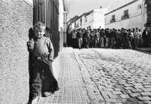 """(C) Manuel López. Manifestación de jornaleros, Lebrija, Sevilla, 1978. De la exposición """"Manuel López 1966-2006"""""""