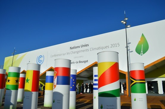 La cumbre climática de París se desarrolla en las afueras de la capital francesa, en un gigantesco espacio que va a acoger 40.000 participantes entre delegados de países, de la sociedad civil y de los medios de comunicación. Crédito: Diego Arguedas Ortiz/IPS