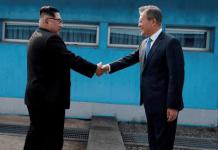Corea del Norte y del sur. Abrazo mandatarios