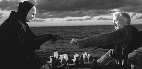El caballero Antonius Block juega con la muerte en 'El séptimo sello'.