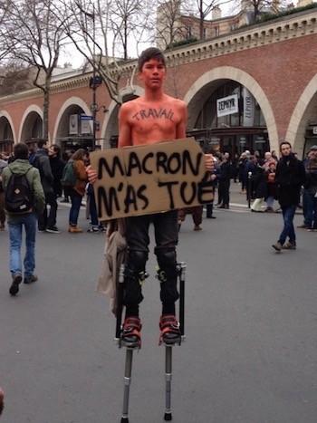Francia Macron protestas Tue