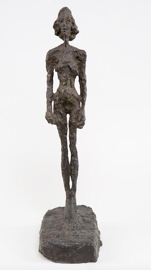 Desnudo de pie copiado del natural. Bronce, 1954.Alberto Giacometti Estate/VEGAP, 2015