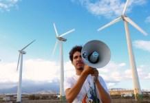 Azarug Justel es un estudiante de 18 años de Ciencias del Mar. Desde hace años ha desarrollado un conciencia medioambiental que le ha llevado a defender las energías renovables para su municipio y las Islas Canarias en General. © Sergio Bolaños