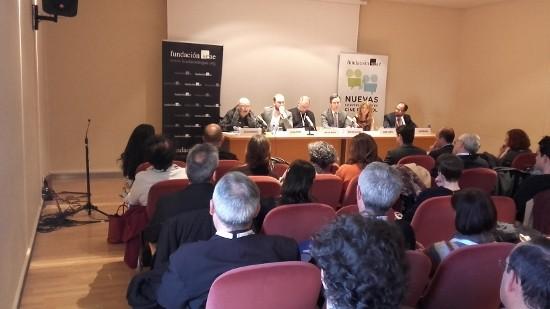 Mesa inaugural de las jornadas, a la izquierda, el director Julio Diamante