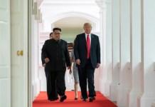 Kim y Trump caminando hacia la sala de la cumbre durante la cumbre de Singapur. Imagen de Dan Scavino Jr. en twitter @Scavino45