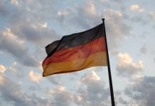 Bandera de Alemania a la puerta del Parlamento Federal o Bundestag (autor: Álvaro Vega)