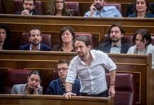 Pablo Iglesias vota desde su escaño en el debate de investidura del 2 de marzo de 2016