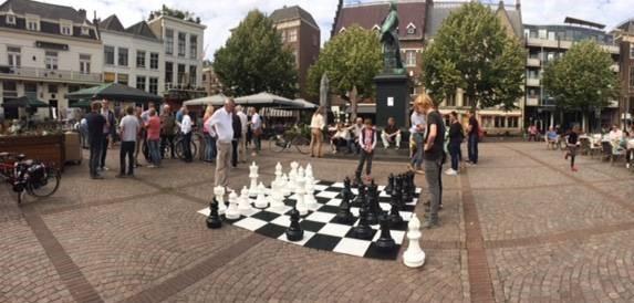 Tablero de ajedrez en la plaza Scheffersplein de Dordrecht