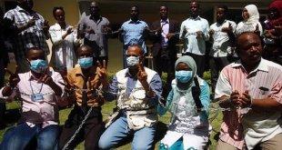 Periodistas de Al Tayar se encadenan y comienzan una huelga de hambre por la libertad de expresión en Sudán