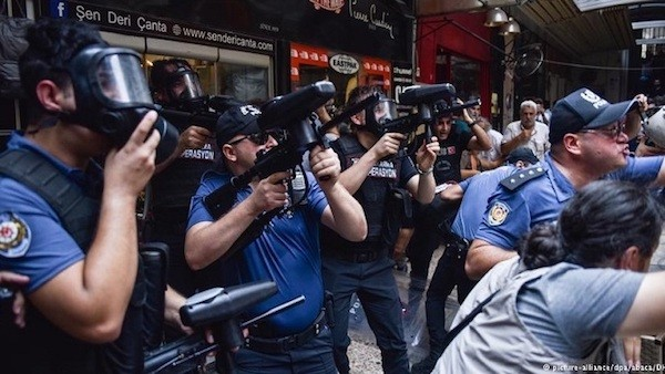 Estambul, policías se disponen a reprimir la marcha del 6 de octubre de 2018