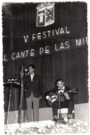 El Niño Alfonso y el guitarrista Mariano Fernández en el V Festival del Cante de las Minas de La Unión