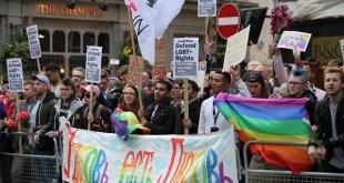 Activistas LGTBI se manifiestan en Londres contra los ataques homófonos en Chechenia