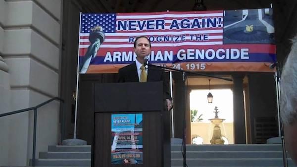 El demócrata Adam Schiff, en un mitin.