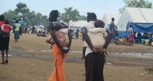 Amnistía Internacional: madres portando a sus hijos llegan a campamentos de refugiados en el norte de Uganda procedentes de Equatoria en el sur de Sudán.