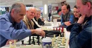 George Ingham, a la izquierda, lleva medio siglo jugando en el Park Royal.