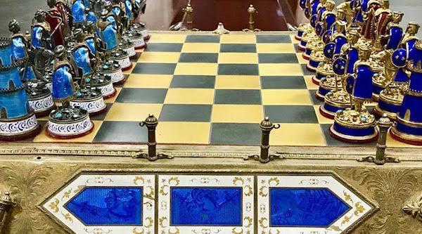Juego de ajedrez entregado al Gobierno de Irak