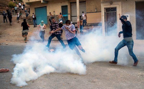 Manifestantes en Alhucemas reciben gases lacrimógenos