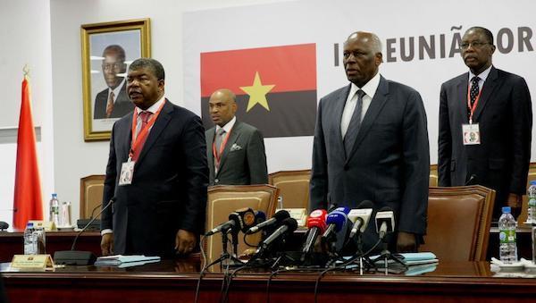 Joao Lourenço, a la izquierda del actual presidente angolano, Dos Santos.