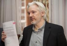 Assange en conferencia de prensa en la embajada de Ecuador en Londres