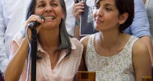 Blanca Díaz de Garnier con su nieta Adriana