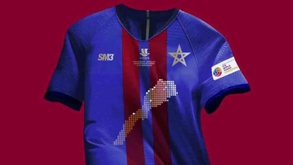 Camiseta que lucían los miembros de las peñas del Barça en la final, imagen que era del tifo o pancarta, prohibida por las autoridades marroquíes.