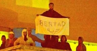 Protestas en el CIE de Aluche, Madrid. publico.es