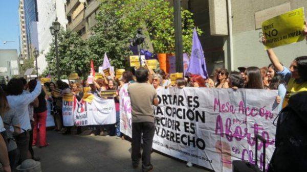 Protestas en Santiago de Chile contra las medidas restrictivas a la despenalización del aborto. Amnistía Internacional