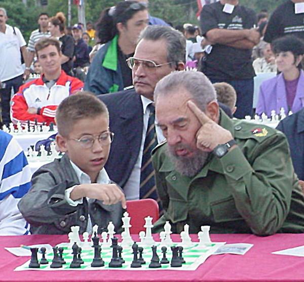 Fidel Castro en unas simultáneas masivas en La Habana en 2002.