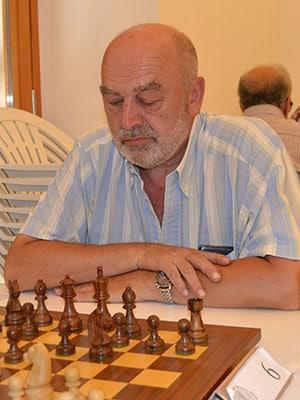 El juez Miquel Florit ante un tablero de ajedrez