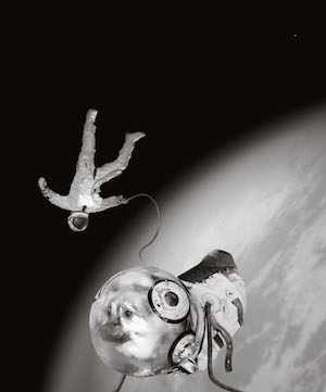 Sputnik. Ivan y Kloka en su histórica actividad extravehicular. © Joan Fontcuberta