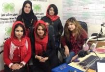 La ganadoras, de izquierda a derecha, de pie, Haneen Hassan y la colaboradora siria Laila Mohamed. Sentadas desde la izquierda, Shadan Habibla, Sozan Suliman y Haifa Ezzaz Ahmed.