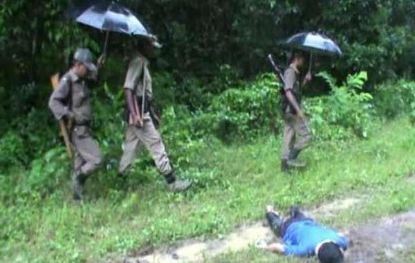 Los guardaparques en Kaziranga van fuertemente armados y tienen instrucciones de disparar en el acto a intrusos. © Survival