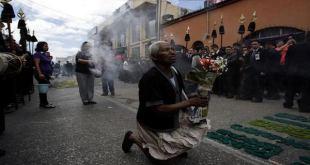 Procesiones con mujeres en la Semana Santa de Guatemala