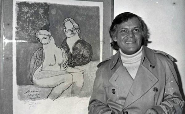 José Luis Cuevas ante uno de su dibujos de la serie Erótica