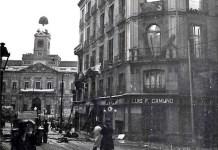 Madrid, la Puerta del Sol en 1938, con el reloj al fondo
