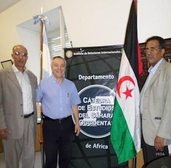 Jatari Hamudi Abdullah junto a Norberto Consani y el representante de la RASD en Argentina en 2015.