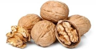 Comer nueces mantiene a raya el colesterol y los triglicéridos
