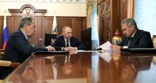 Putin con sus ministros Serguei Lavrov y Serguei Shoigu. Foto Andes/AFP