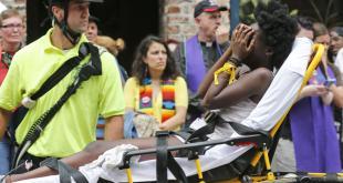 Personal sanitario atiende a las personas dañadas por racistas en Charlottesville