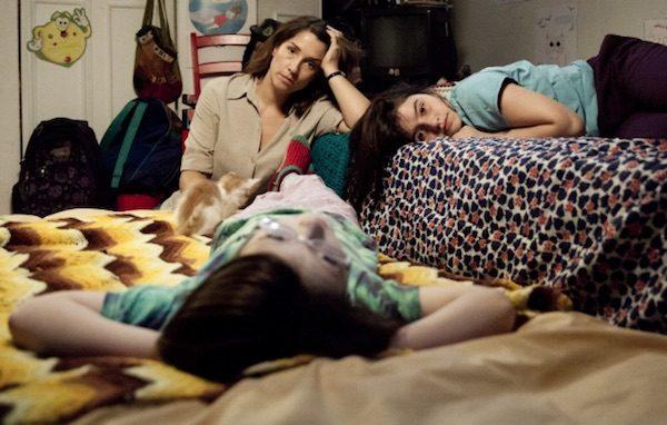 Rara: escena de Mariana Loyola con Julia Lubbert y Emilia Osando