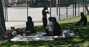 Casi un centenar de sirios acampan en Madrid