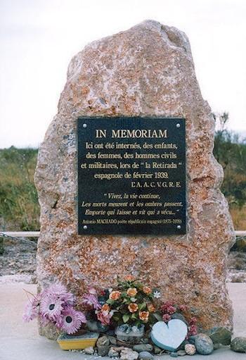 Placa en memoria de los republicanos españoles que estuvieron internados en el campo de Rivesaltes