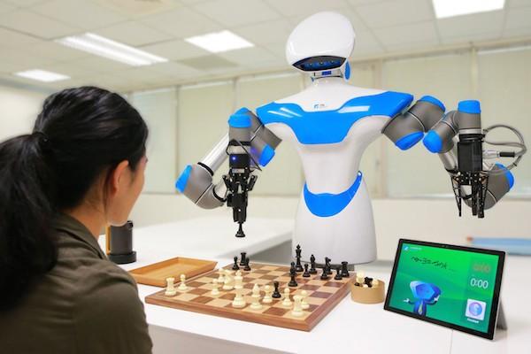 El robot jugando al ajedrez en la feria 'Computex' en Taipei.