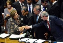 Dilma Rousseff y Eduardo Cunha se saludan en la Cámara de Diputados