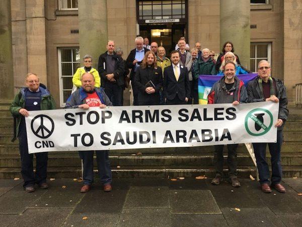 Reino Unido, activistas contra la venta de armas a Arabia Saudita