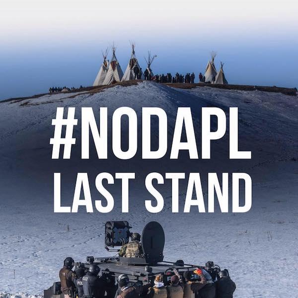 Cartel de la campaña contra el Oleoducto en territorio sioux en Standing Rock