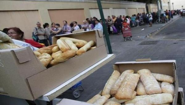 Colas de hambre en España