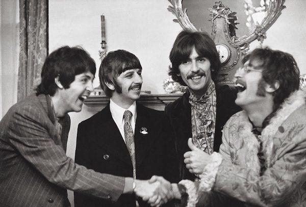 Los Beatles en un acto de promoción de Sgt. Pepper en la BBC, en 1967